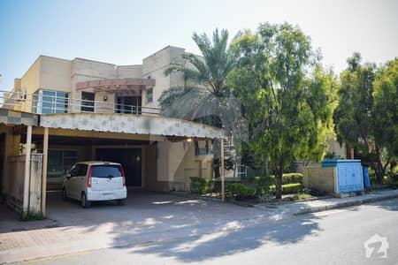 بحریہ ٹاؤن فیز 3 - ایگزیکیٹو لاجز بحریہ ٹاؤن فیز 3 بحریہ ٹاؤن راولپنڈی راولپنڈی میں 5 کمروں کا 1.1 کنال مکان 3.5 کروڑ میں برائے فروخت۔
