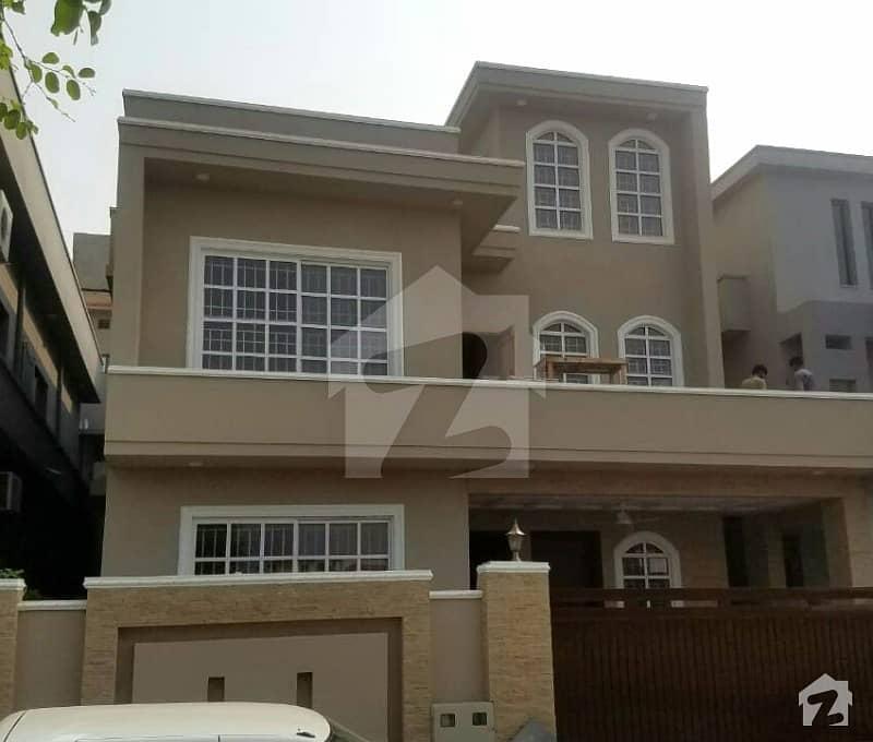 ڈی ایچ اے فیز 2 - سیکٹر اے ڈی ایچ اے ڈیفینس فیز 2 ڈی ایچ اے ڈیفینس اسلام آباد میں 5 کمروں کا 10 مرلہ مکان 3.1 کروڑ میں برائے فروخت۔
