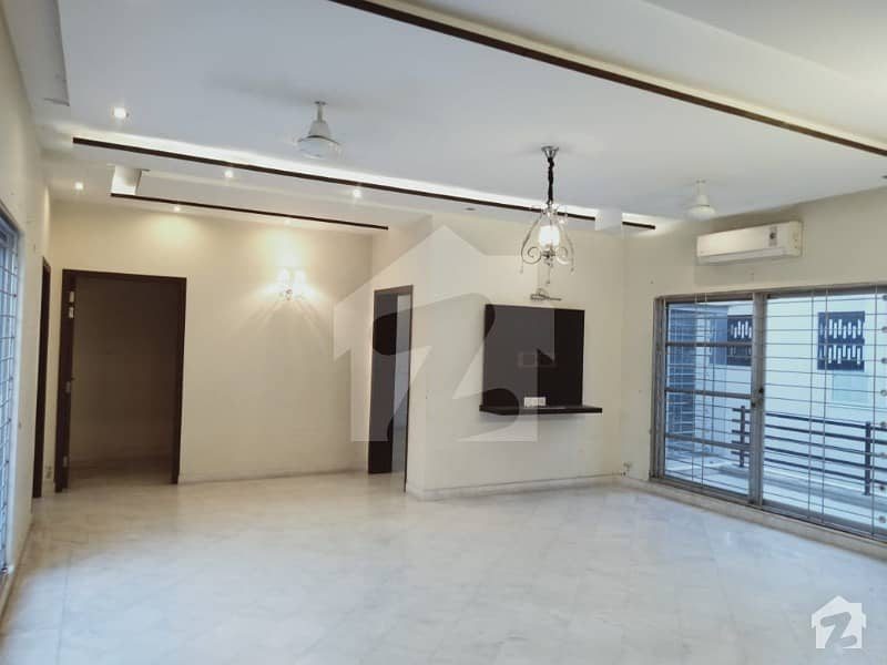 One Kanal Slightly Used Upper Portion For Rent In Dha Phase 4