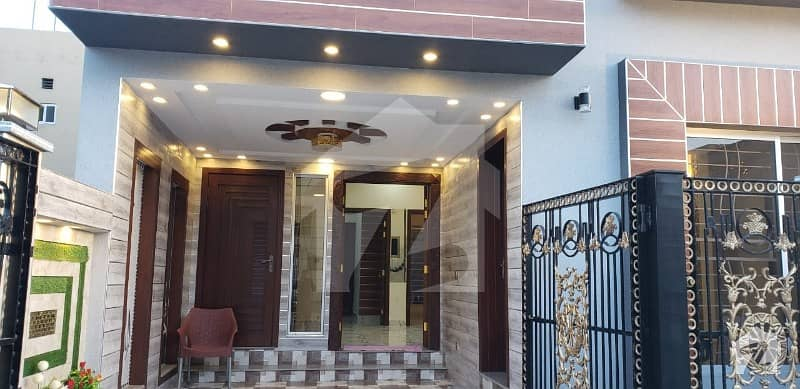 BAHRIA town Lahore 5 marla brand new luxurious house for Rent in very low price good location near to park and school