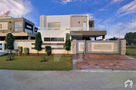 ڈی ایچ اے فیز 6 - بلاک سی فیز 6 ڈیفنس (ڈی ایچ اے) لاہور میں 5 کمروں کا 1 کنال مکان 1.69 لاکھ میں کرایہ پر دستیاب ہے۔