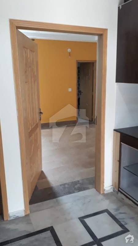 گلبرگ 5 گلبرگ لاہور میں 3 کمروں کا 5 مرلہ بالائی پورشن 30 ہزار میں کرایہ پر دستیاب ہے۔
