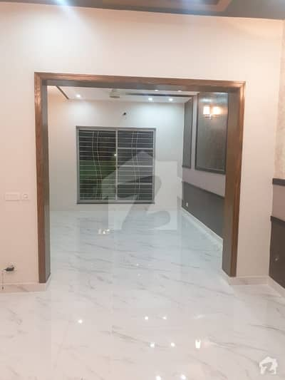 اسٹیٹ لائف ہاؤسنگ فیز 1 اسٹیٹ لائف ہاؤسنگ سوسائٹی لاہور میں 3 کمروں کا 10 مرلہ بالائی پورشن 32 ہزار میں کرایہ پر دستیاب ہے۔