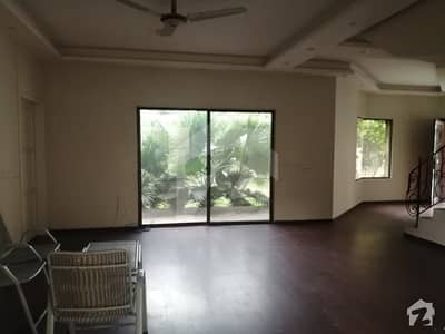 گلبرگ 4 گلبرگ لاہور میں 4 کمروں کا 1 کنال مکان 7.25 کروڑ میں برائے فروخت۔