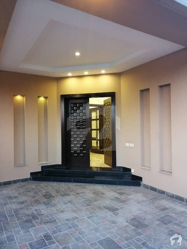 100%  Original Picture 10 Marla House For Rent DHA Phase 5 Block L
