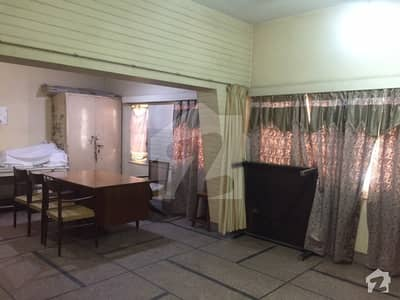 200 Sq Yards Double Storied Old House Available For Commercial Use Near Main Road