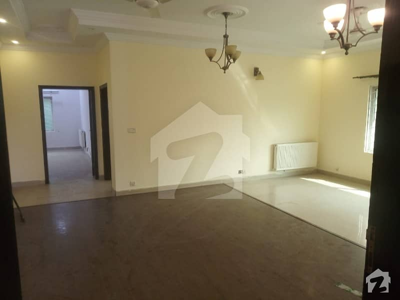 1 Kanal House With Basement For Sale In Phase 3