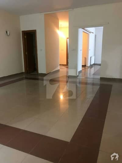 Beautiful And Corner  Apartment For Sale In The Heart Of Islamabad