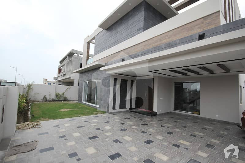 Elegant Modern Design Villa designed by Renowned Architect Mazhar Munir