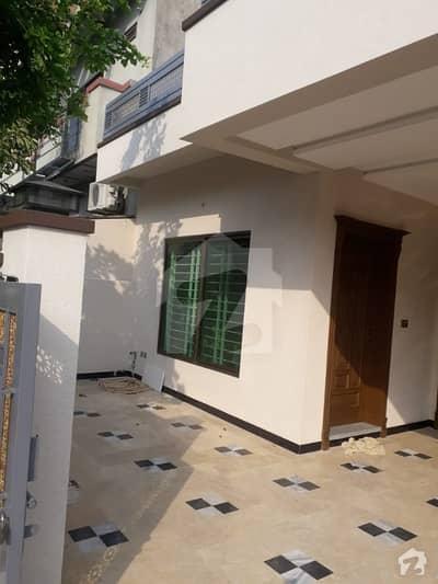 جناح گارڈنز فیز 1 جناح گارڈنز ایف ای سی ایچ ایس اسلام آباد میں 3 کمروں کا 10 مرلہ مکان 1.8 کروڑ میں برائے فروخت۔