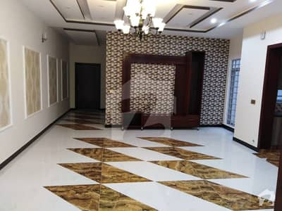 10 Marla Luxury House Available For Sale