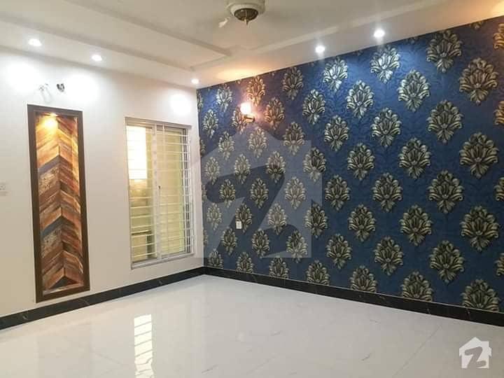 ایڈن ایگزیکیٹو ایڈن گارڈنز فیصل آباد میں 5 کمروں کا 8 مرلہ مکان 2.4 کروڑ میں برائے فروخت۔