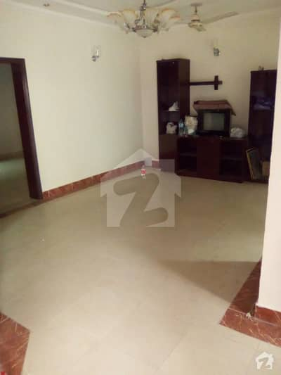 Beautful 10 Marla house is available for sale in Model TownLahore