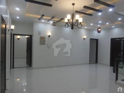 ڈی ایچ اے فیز 4 ڈی ایچ اے کراچی میں 5 کمروں کا 12 مرلہ مکان 7.9 کروڑ میں برائے فروخت۔