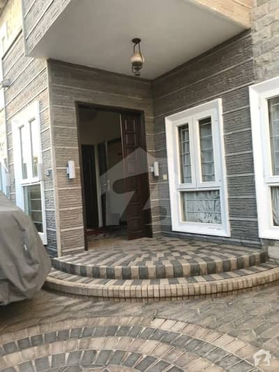 300 Sq Yards Beautiful Renovated Bungalow Is Available For Sale