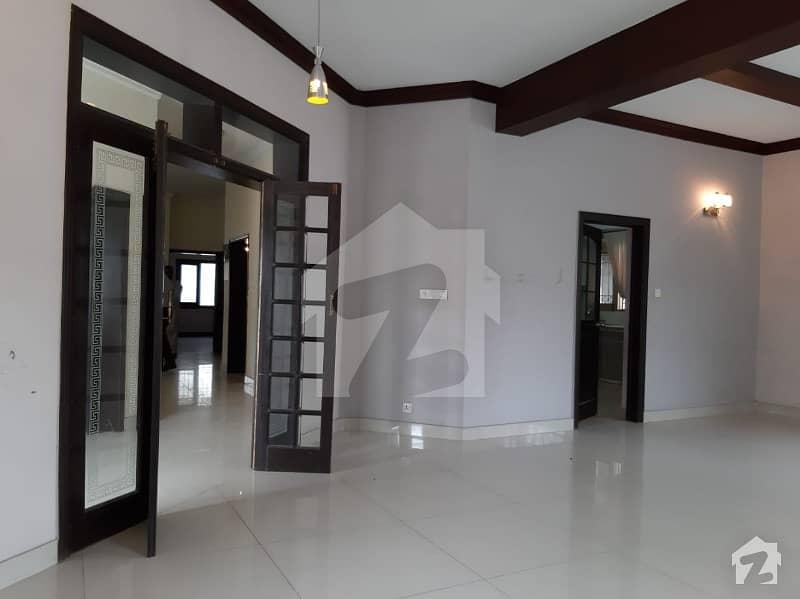 ایف ۔ 11 اسلام آباد میں 5 کمروں کا 1.33 کنال مکان 9.5 کروڑ میں برائے فروخت۔
