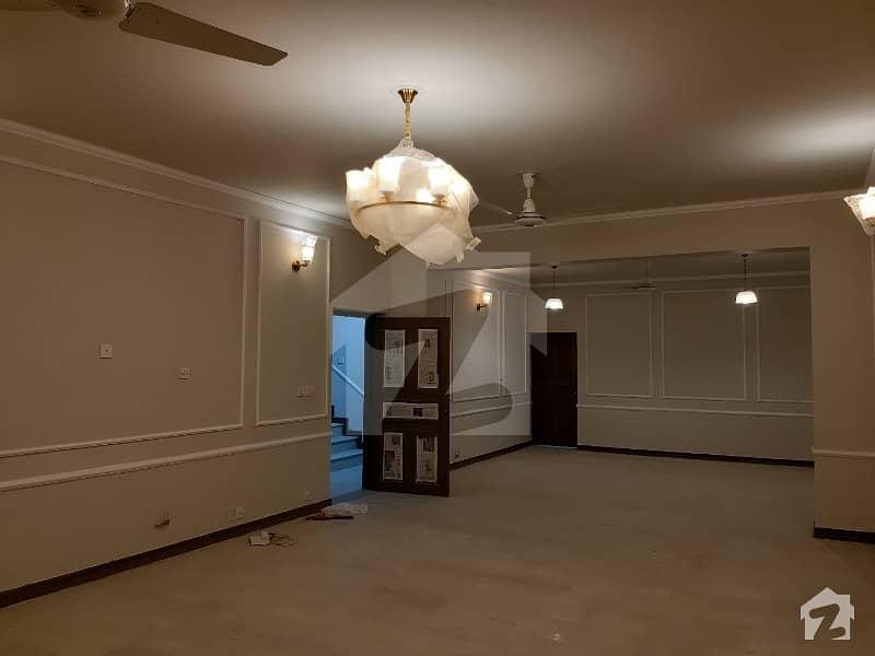 ایف ۔ 10/2 ایف ۔ 10 اسلام آباد میں 5 کمروں کا 1.36 کنال مکان 9.5 کروڑ میں برائے فروخت۔