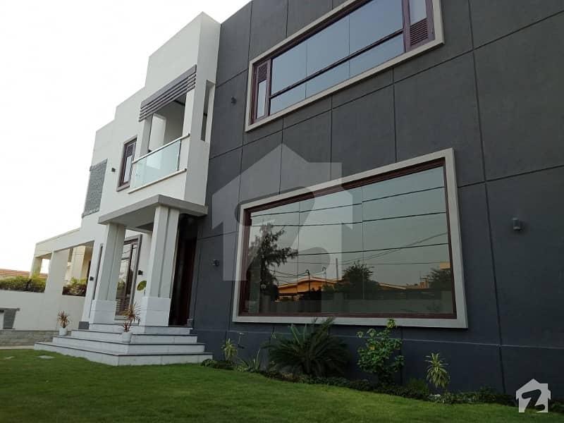 ڈی ایچ اے فیز 4 ڈی ایچ اے کراچی میں 7 کمروں کا 2 کنال مکان 18.5 کروڑ میں برائے فروخت۔