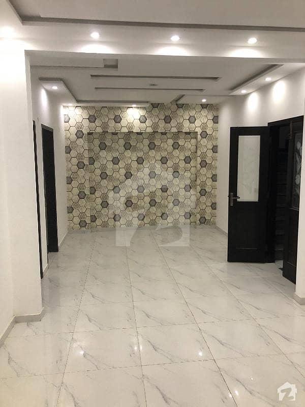 ائیرپورٹ روڈ لاہور میں 2 کمروں کا 3 مرلہ فلیٹ 15 ہزار میں کرایہ پر دستیاب ہے۔