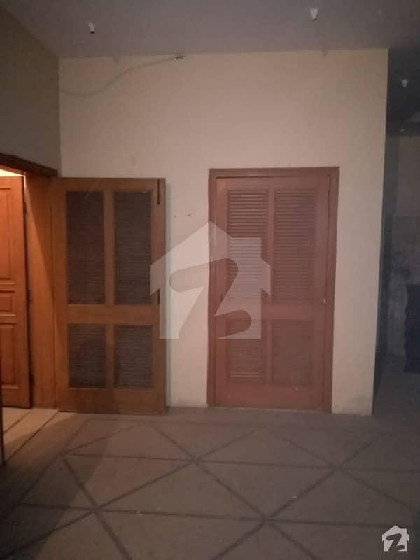 گلبرگ 2 گلبرگ لاہور میں 2 کمروں کا 5 مرلہ بالائی پورشن 45 ہزار میں کرایہ پر دستیاب ہے۔
