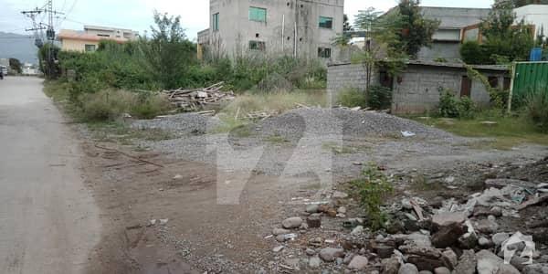 بنی گالہ اسلام آباد میں 1 کنال کمرشل پلاٹ 1.4 کروڑ میں برائے فروخت۔
