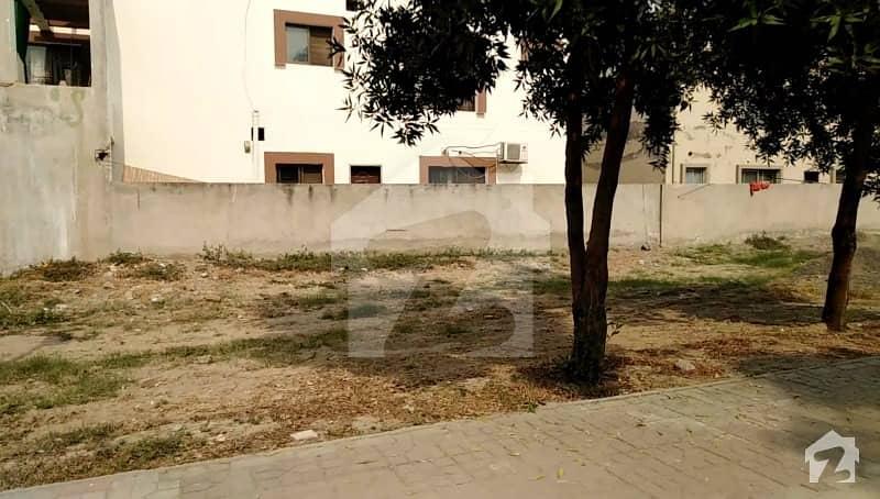 بحریہ ٹاؤن جاسمین بلاک بحریہ ٹاؤن سیکٹر سی بحریہ ٹاؤن لاہور میں 10 مرلہ رہائشی پلاٹ 95 لاکھ میں برائے فروخت۔