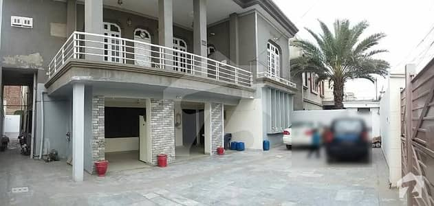 غلام محمد آباد فیصل آباد میں 8 کمروں کا 1 کنال مکان 4.25 کروڑ میں برائے فروخت۔