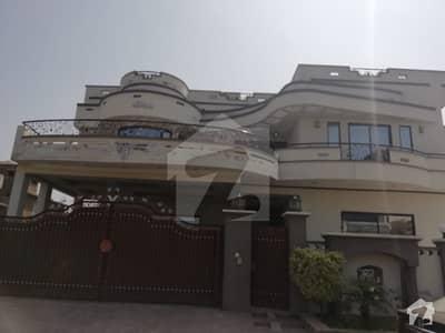 سوان گارڈن ۔ بلاک ایچ سوان گارڈن اسلام آباد میں 9 کمروں کا 1 کنال مکان 3 کروڑ میں برائے فروخت۔