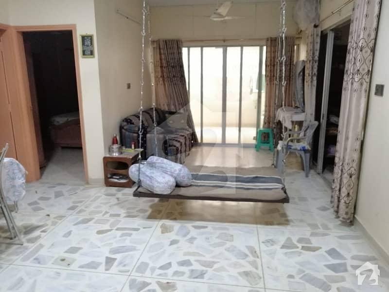 کلفٹن ۔ بلاک 7 کلفٹن کراچی میں 3 کمروں کا 9 مرلہ فلیٹ 2.25 کروڑ میں برائے فروخت۔