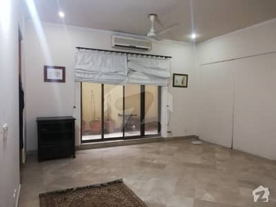 1 KANAL FULLY FURNISHED 1 BED IS AVAILABLE FOR RENT IN DHA PHASE 3