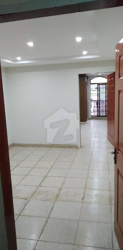 بحریہ ٹاؤن ۔ سوِک سینٹر بحریہ ٹاؤن فیز 4 بحریہ ٹاؤن راولپنڈی راولپنڈی میں 1 کمرے کا 2 مرلہ فلیٹ 33 لاکھ میں برائے فروخت۔