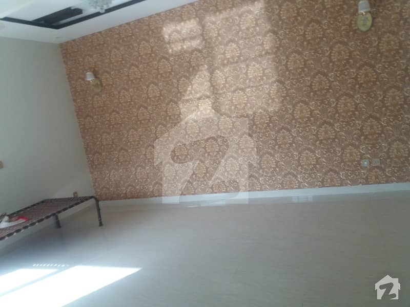 VERY Good   location excellent  HOT location availablie  upper   portion for rant  near commercial  near main rood  NEAR PARK
