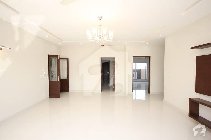 ڈی ایچ اے فیز 6 ڈیفنس (ڈی ایچ اے) لاہور میں 5 کمروں کا 1 کنال مکان 1.85 لاکھ میں کرایہ پر دستیاب ہے۔