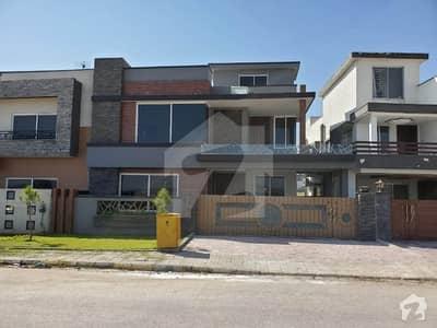 بحریہ گرینز بحریہ ٹاؤن راولپنڈی راولپنڈی میں 5 کمروں کا 12 مرلہ مکان 2.6 کروڑ میں برائے فروخت۔