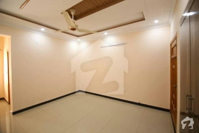 ایف ۔ 10 اسلام آباد میں 3 کمروں کا 8 مرلہ فلیٹ 3.3 کروڑ میں برائے فروخت۔