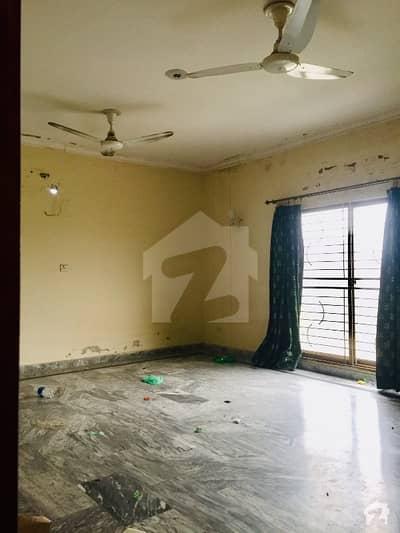 ڈی ایچ اے فیز 8 - بلاک بی ڈی ایچ اے فیز 8 ڈیفنس (ڈی ایچ اے) لاہور میں 3 کمروں کا 10 مرلہ بالائی پورشن 35 ہزار میں کرایہ پر دستیاب ہے۔