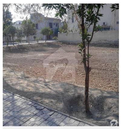 کلفٹن کراچی میں 4 کنال رہائشی پلاٹ 28 کروڑ میں برائے فروخت۔