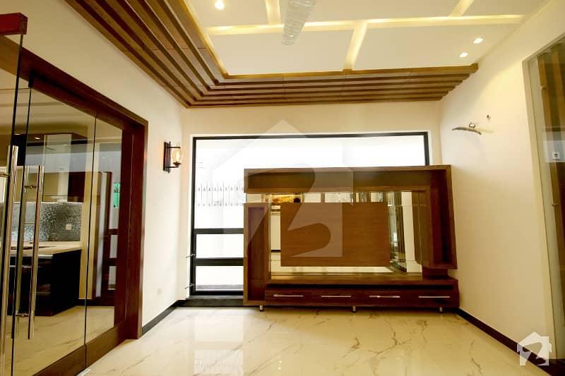 ڈی ایچ اے فیز 5 ڈیفنس (ڈی ایچ اے) لاہور میں 4 کمروں کا 10 مرلہ مکان 90 ہزار میں کرایہ پر دستیاب ہے۔