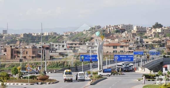 ڈی ایچ اے فیز 1 - سیکٹر ای ڈی ایچ اے ڈیفینس فیز 1 ڈی ایچ اے ڈیفینس اسلام آباد میں 5 کمروں کا 1 کنال مکان 1.1 لاکھ میں کرایہ پر دستیاب ہے۔
