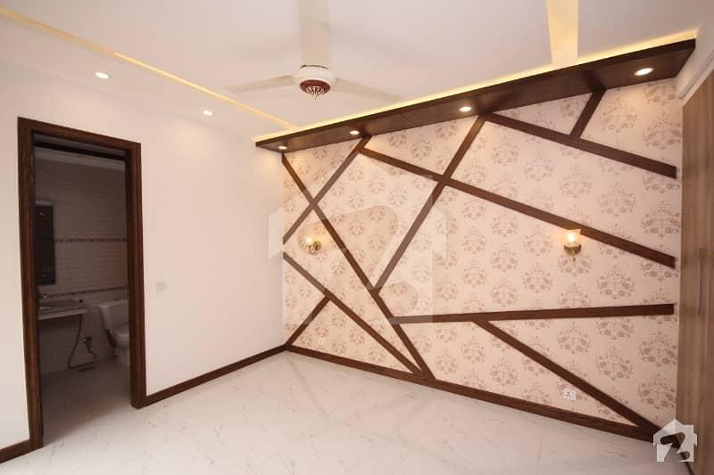 ڈی ایچ اے فیز 5 ڈیفنس (ڈی ایچ اے) لاہور میں 4 کمروں کا 10 مرلہ مکان 1 لاکھ میں کرایہ پر دستیاب ہے۔