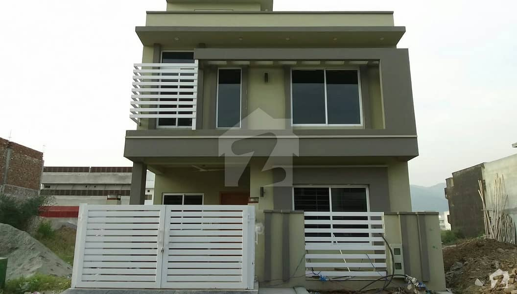 ڈی ۔ 12 اسلام آباد میں 3 کمروں کا 4 مرلہ مکان 1.8 کروڑ میں برائے فروخت۔
