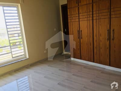10 Marla Corner House Available For Rent