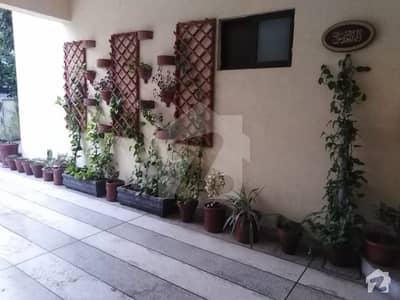 گلبرگ 3 گلبرگ لاہور میں 3 کمروں کا 1 کنال بالائی پورشن 65 ہزار میں کرایہ پر دستیاب ہے۔
