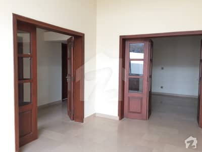 10 Marla Luxury House Available For Rent