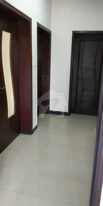 ڈی ایچ اے فیز 8 - بلاک این ڈی ایچ اے فیز 8 ڈیفنس (ڈی ایچ اے) لاہور میں 3 کمروں کا 10 مرلہ بالائی پورشن 28 ہزار میں کرایہ پر دستیاب ہے۔