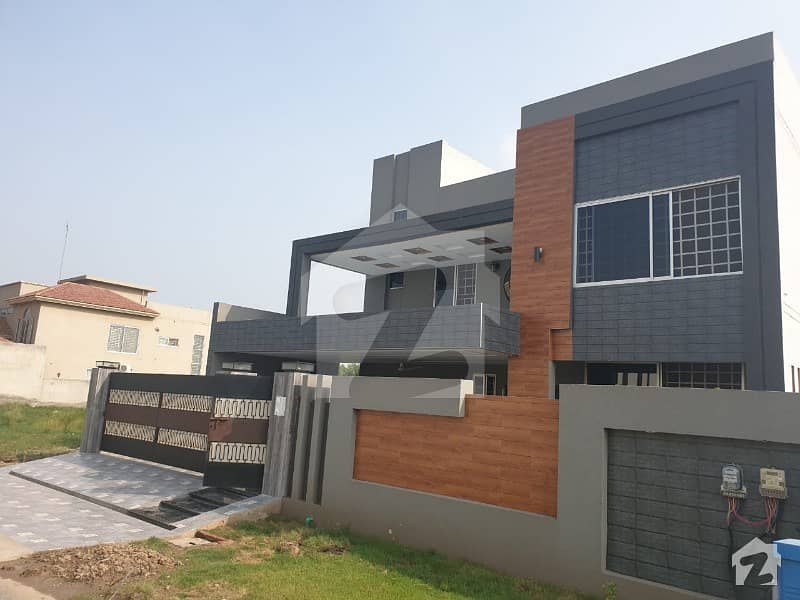 لیک سٹی ۔ سیکٹر ایم ۔ 2 لیک سٹی لاہور میں 7 کمروں کا 1 کنال مکان 3.6 کروڑ میں برائے فروخت۔