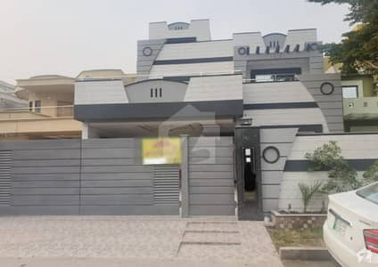1 Kanal Brand New House Ultra Modern Very Hot Location Solid Construction Direct Owner