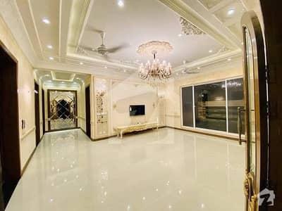ڈی ایچ اے فیز 5 - بلاک ایف فیز 5 ڈیفنس (ڈی ایچ اے) لاہور میں 6 کمروں کا 2 کنال مکان 5 لاکھ میں کرایہ پر دستیاب ہے۔