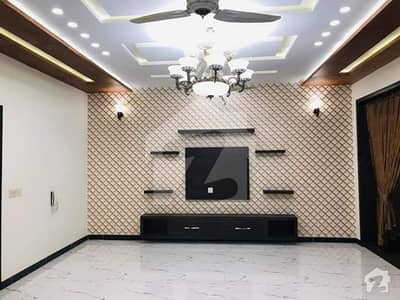 Excellent Location 10 Marla Luxury House Available For Rent