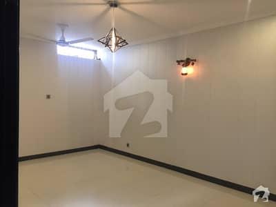 ائیر ایوینیو ۔ بلاک آر ائیر ایوینیو ڈی ایچ اے فیز 8 ڈی ایچ اے ڈیفینس لاہور میں 3 کمروں کا 10 مرلہ مکان 60 ہزار میں کرایہ پر دستیاب ہے۔